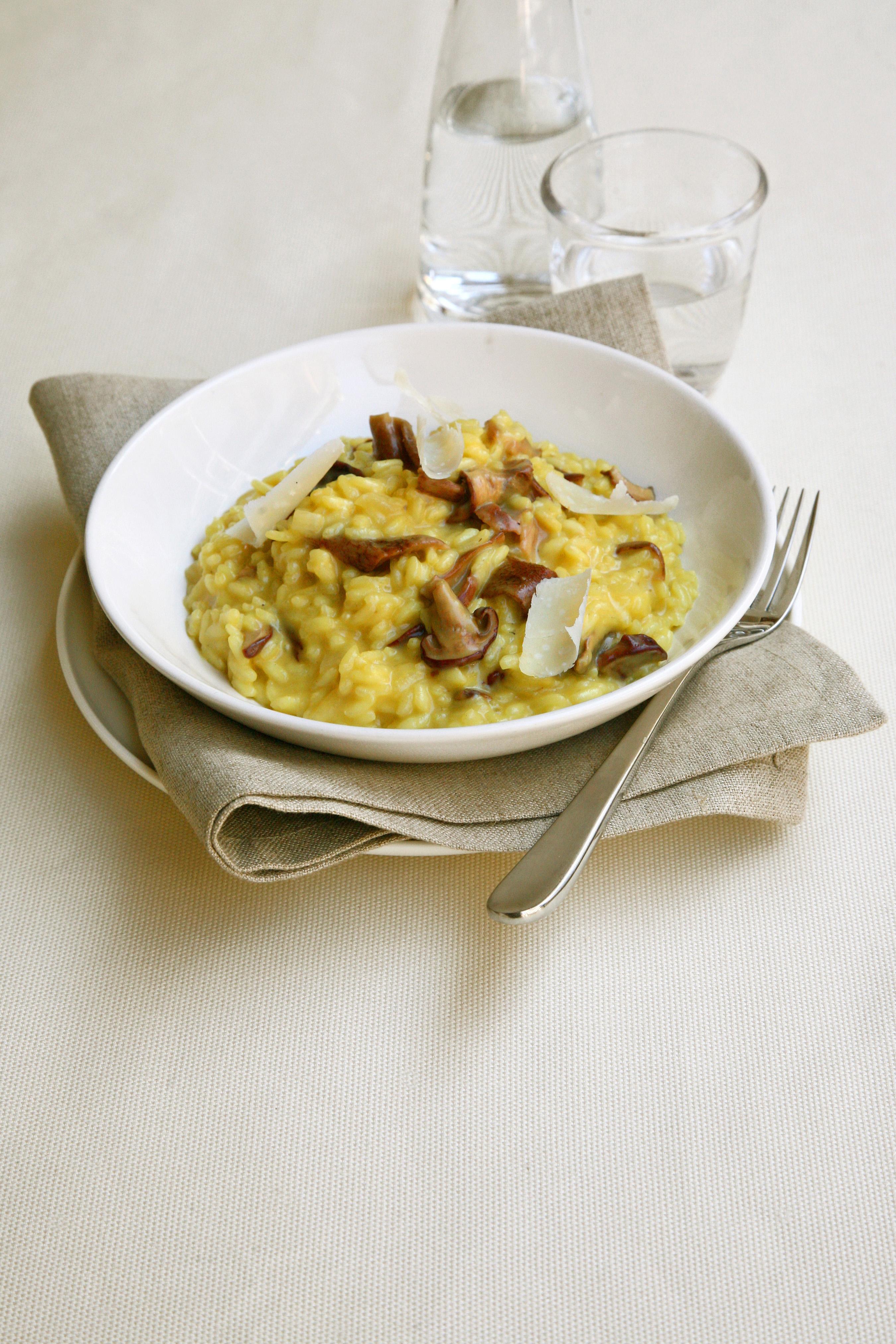 Cucinare il risotto allo zafferano con porcini sale pepe for Cucinare risotto