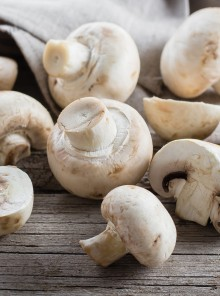 Come pulire e tagliare i funghi champignon