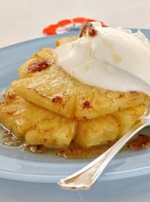 Ananas caramellato con gelato di panna