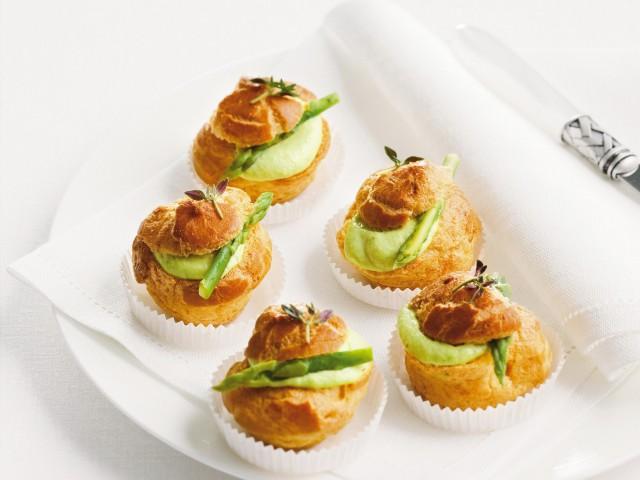 Bignè alla crema di asparagi e capperi  Sale&Pepe