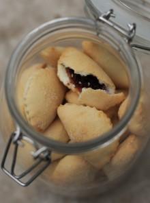 Bocconotti dolci con confettura di cotogne