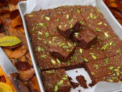 Brownies al cioccolato e pistacchi e zucchero scuro