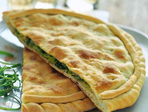 Calzone cipollotti e pecorino Sale&Pepe ricetta
