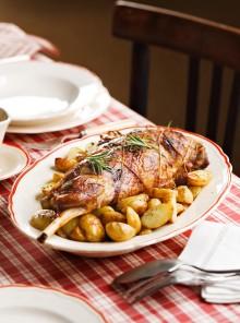 Cosciotto al forno con le patate