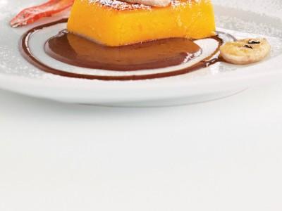 Crema e banane gratinate in salsa di cioccolato immagine