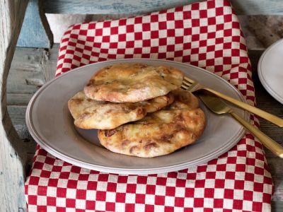 focaccia gustosa con salsccia e cipolle