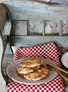 Focaccia con salsiccia e cipolle