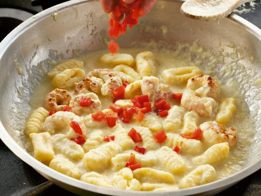 gnoccheti di patate con scampi e porro Sale&Pepe step