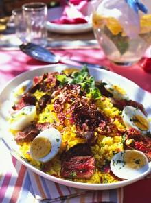 Insalata di riso, carne e uova