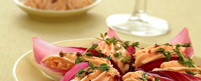 mousse-salmone-foglie-rosse