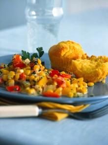 Muffin di mais con contorno di verdure
