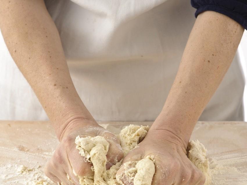la pasta di base per la pizza Sale&Pepe preparazione