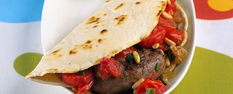 Piadina con salsiccia e pomodorini saltati Sale&Pepe ricetta