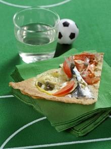 Pizza di sfoglia carasau con le sarde