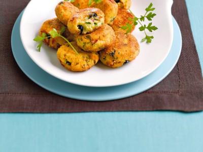 Polpette di merluzzo e patate fritte, un secondo piatto semplice e gustoso.