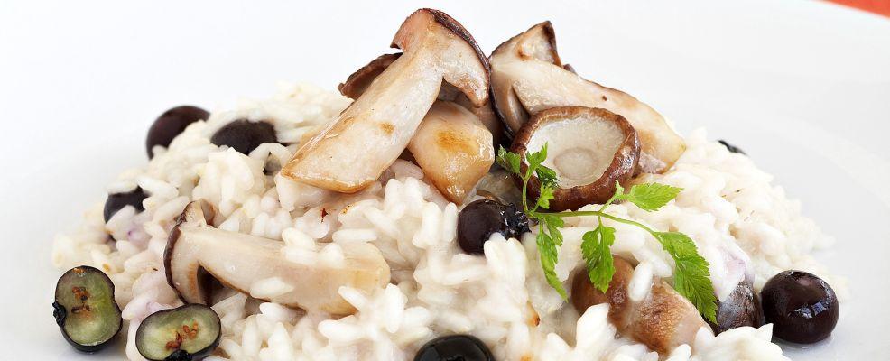 ricetta Risotto mantecato ai funghi e mirtilli Sale&Pepe