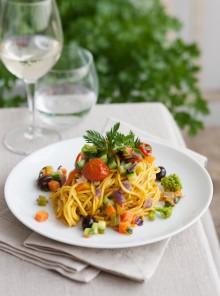 Spaghetti alle carote e curcuma con verdure