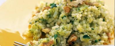 Risotto a base di cremoso e fresco pesto di zucchine e formaggio zola