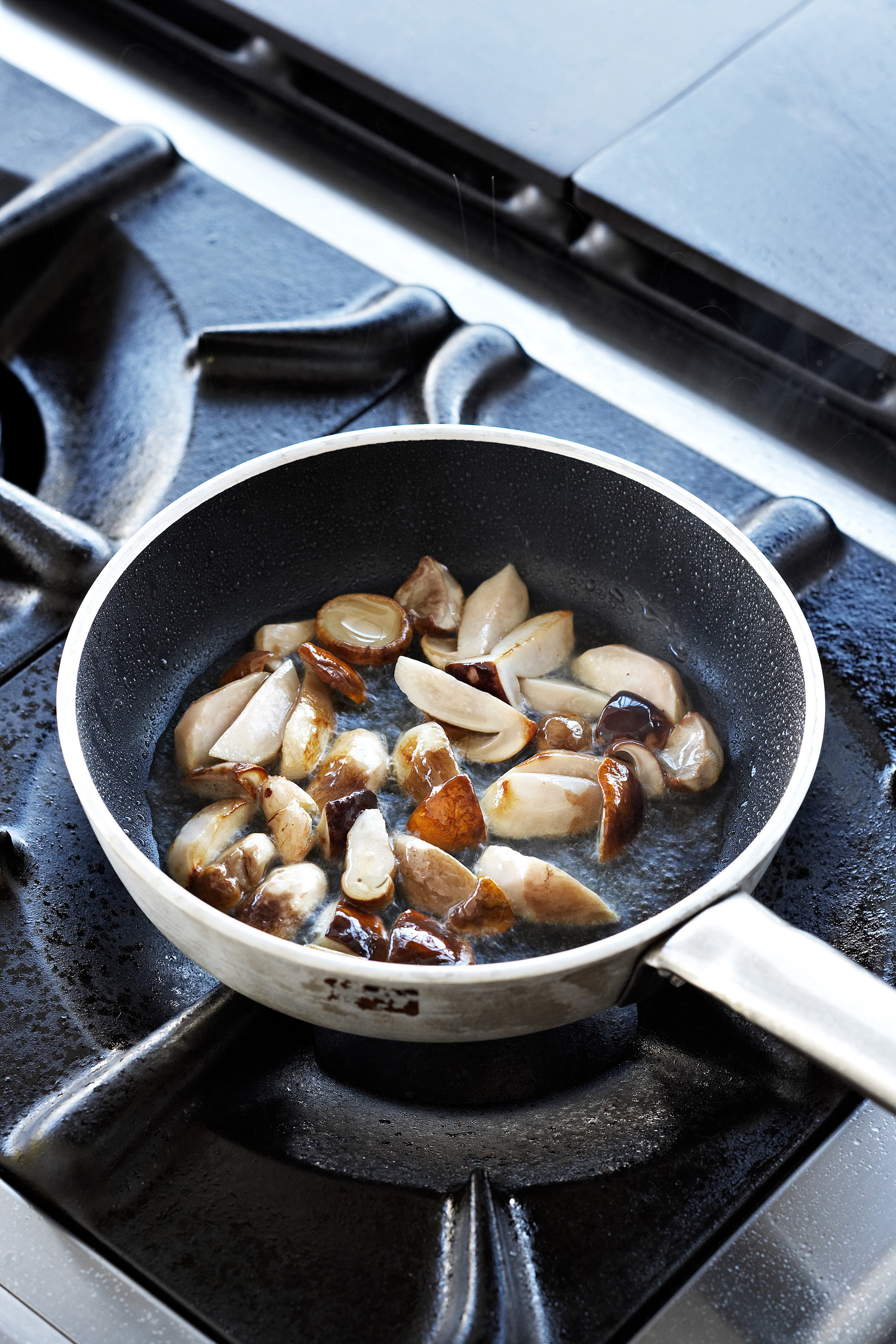Come pulire cucinare e conservare i funghi sale pepe for Cucinare funghi