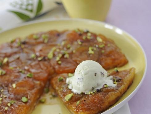 Rovesciata alle albicocche con sfere al pistacchio Sale&Pepe