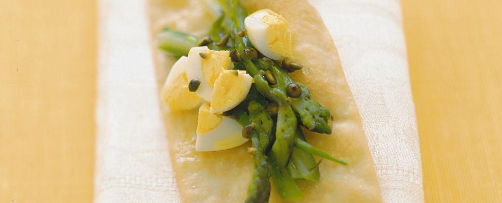 Sfogliette croccanti con asparagi e uova Sale&Pepe