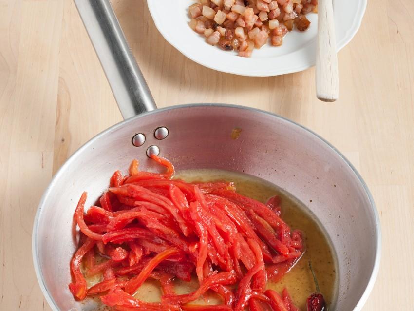 Spaghetti all'amatriciana Sale&Pepe preparazione