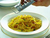 Spaghetti con bottarga Sale&Pepe