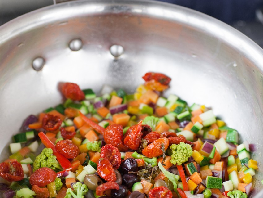 Spaghetti alle carote e curcuma con verdure Sale&Pepe preparazione
