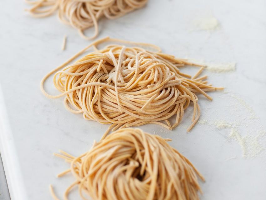 Spaghetti alle carote e curcuma con verdure Sale&Pepe ricetta