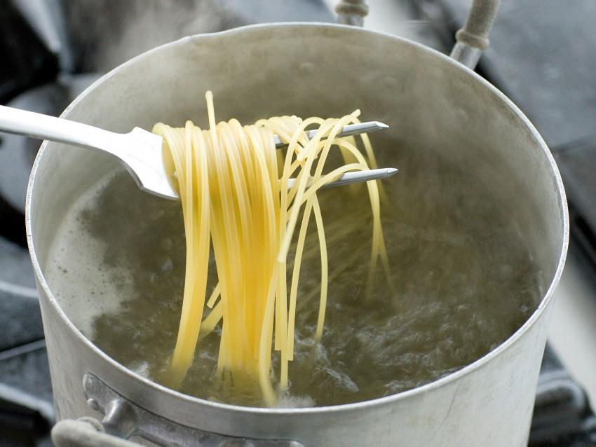 Spaghetti alle vongole Sale&Pepe preparazione