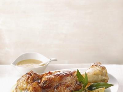 Stinco di vitello cotto al forno nella ricetta tradizionale.