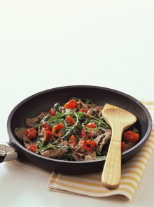 Straccetti di manzo con rucola e pomodorini
