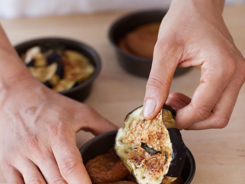 Tarte tatin con pomodori passiti e melanzane al forno  Sale&Pepe preparazione