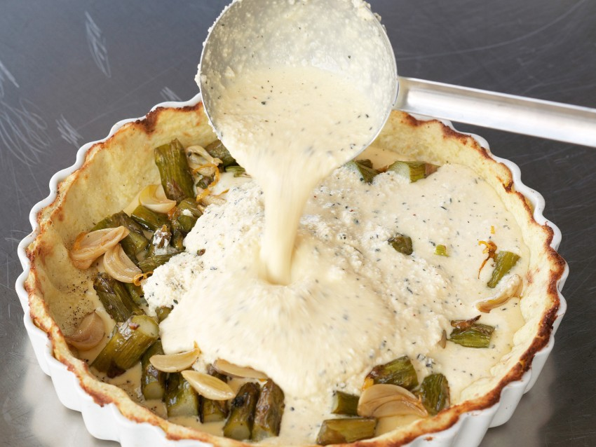 Quiche con ripieno di asparagi in crosta di patate Sale&Pepe step