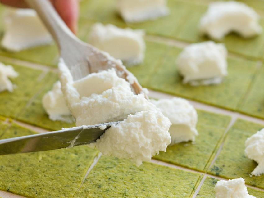 Tortelloni verdi di ricotta burro e oro Sale&Pepe immagine