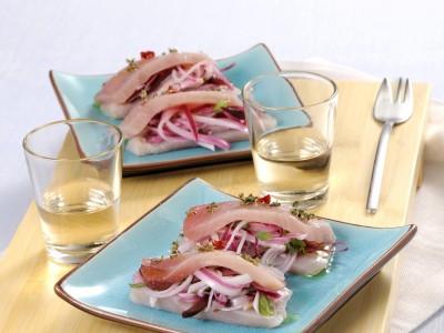 Ricetta trancetti di spada con insalata di cipolla dolce