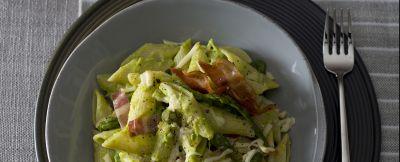 Mezzi pennoni con salsa di asparagi, bacon e provola