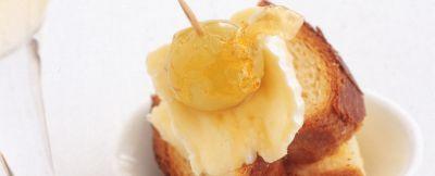 Pan-brioche-con-uva-e-formaggio