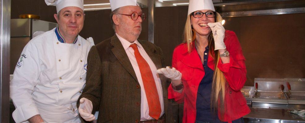 Alla destra di Edoardo Raspelli lo chef Elvio Beretta e a sinistra la modella e madrina dell'evento Ksenia Zainak