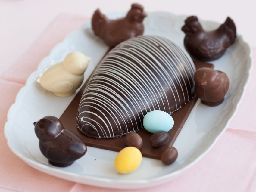 Uovo di Pasqua di cioccolato fatto in casa