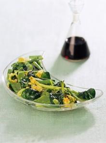 L'antipasto di primizie di primavera saltate nel wok