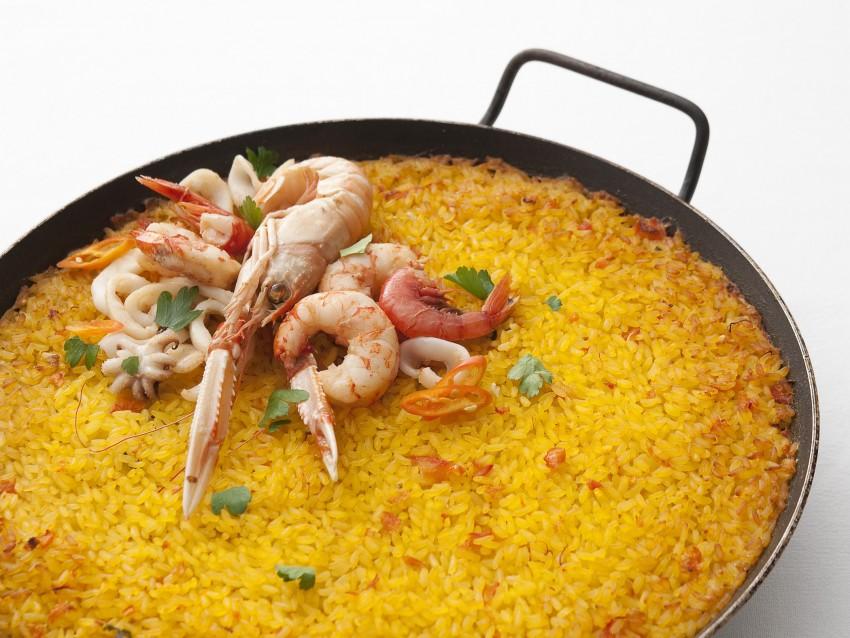 arroz-a-banda-con-crostacei-e-molluschi immagine