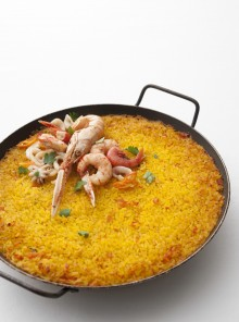 L'arroz a banda con crostacei e molluschi
