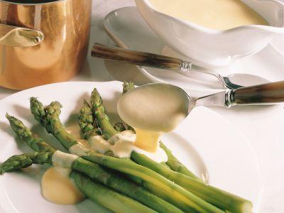 asparagi-al-vapore-con-salsa-olandese foto