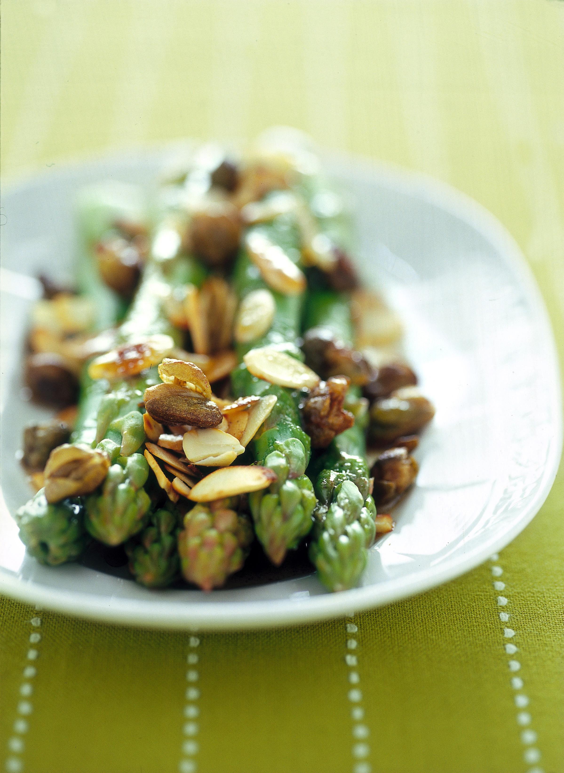 Asparagi con mandorle e capperi sale pepe for Cucinare asparagi