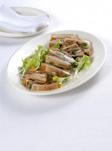 L'aspic di carni miste e verdure
