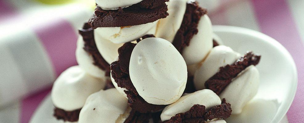 baci-di-meringa-e-gelato-al-cioccolato ricetta