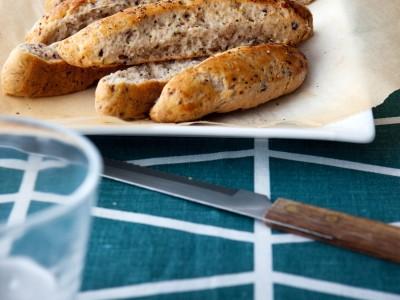 bastoncini-di-scones-allo-yogurt-con-olive-e-aneto