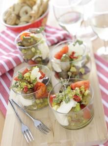 I bicchierini con olive e burrata