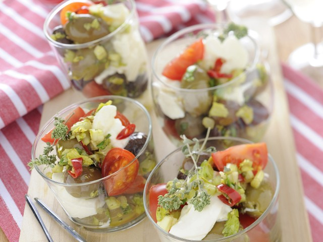 Bicchierini con olive e burrata sale pepe for Antipasti freddi